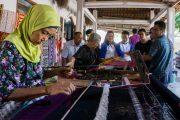 paket tour desa tenun sukarara lombok