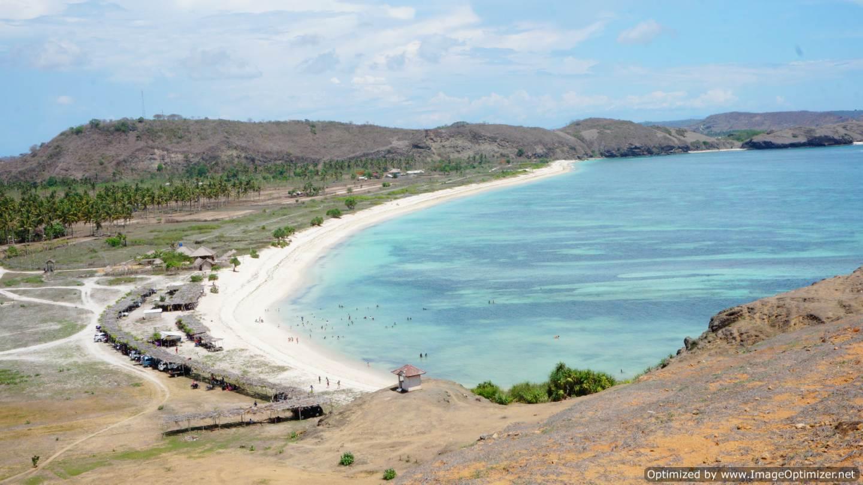 pasir-putih-pantai-seger-dilihat-dari-atas-bukit-tour-lombok-murah