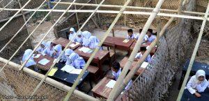 Pilunya Pendidikan Di Lombok, Berdinding Daun Kelapa