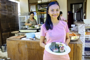 Fivi, caterer, income varies